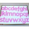 Letras del alfabeto en color rosa